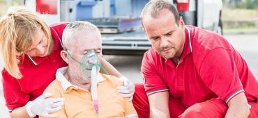 Ako rozpoznáte, že opatrovaná osoba utrpela náhlu cievnu mozgovú príhodu a ako jej poskytnúť prvú pomoc?