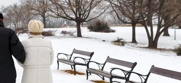 Prechádzky so seniormi v zimnom období - ako sa na ne pripraviť?