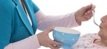Ako sa starať o opatrovanú osobu so stómiou na vylučovanie stolice alebo moču?